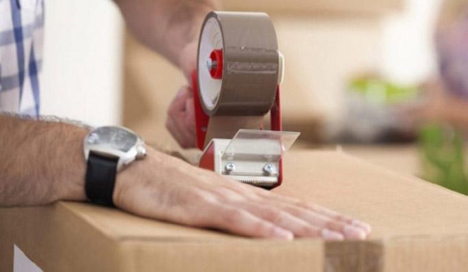 упаковка товаров с помощью диспенсера